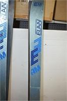 (2) Pairs of Ski's