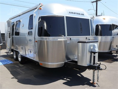 AIRSTREAM FLYING CLOUD 19CB Travel Trailers For Sale - 16