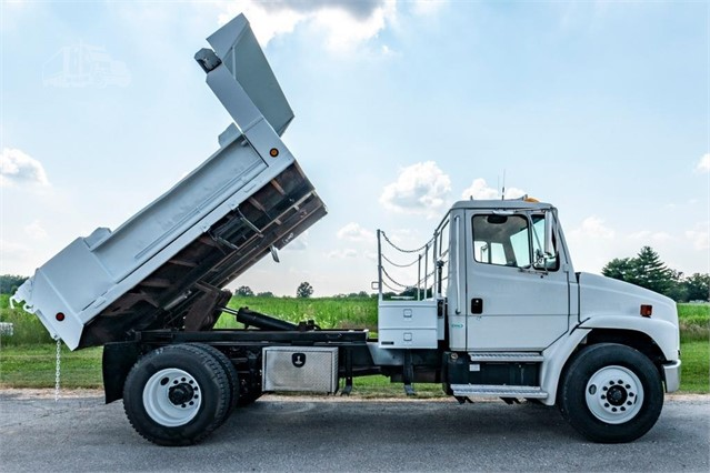2001 FREIGHTLINER FL70 For Sale In Moscow Mills, Missouri