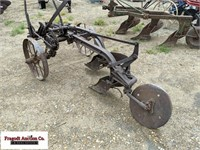 IH Co 2 Bottom Pull Type Plow, Manual Adjust, Stee