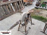 Pedal type grinding wheel