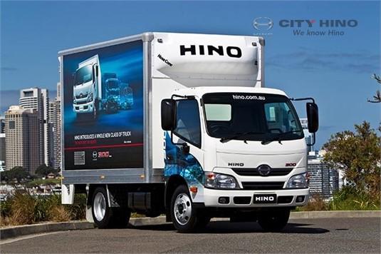 Hino 300 Series 917 Manual Crew Cab Tipper