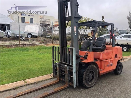 2006 Nissan other Gas Forklift
