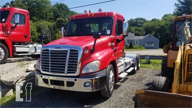Lot # 113 - 2009 FREIGHTLINER CASCADIA TRACTOR  12K FRONT 46K
