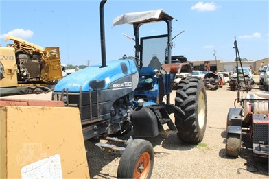 NEW HOLLAND 100 HP To 174 HP Tractors For Sale - 1350