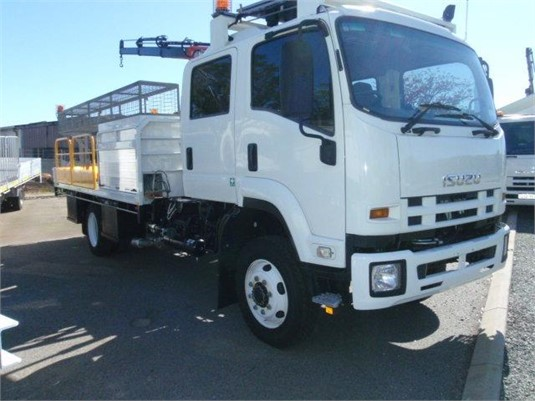 2013 Isuzu FSS 500 4x4 Crew - Trucks for Sale
