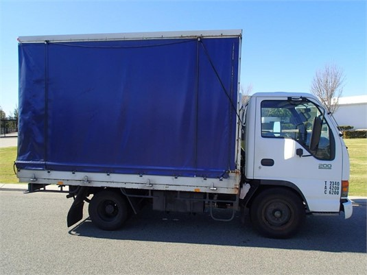 1999 Isuzu NKR 200 Flat Low - Trucks for Sale