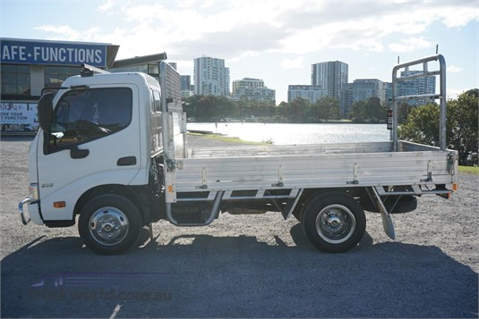2014 Hino 300 Series Trucks for Sale