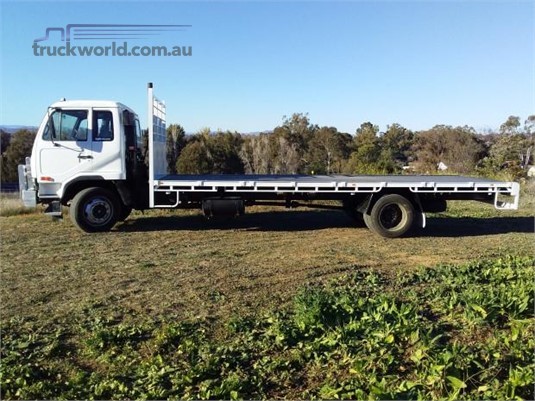 2004 UD PK245 - Trucks for Sale