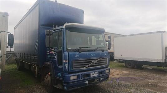 2001 Volvo FL6 - Trucks for Sale