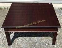 MAHOGANY FINISH CHIPPENDALE STYLE COFFEE TABLE