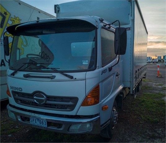 2004 Hino 500 Series 1124 FD Crew - Trucks for Sale