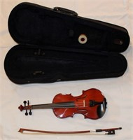 ADM Violin w/case (view 2)