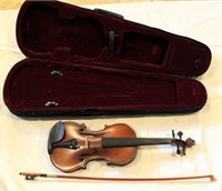 Maestro Violin w/case (view 2)