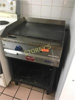 "MKE 24"" Gas Flat Top Grill"