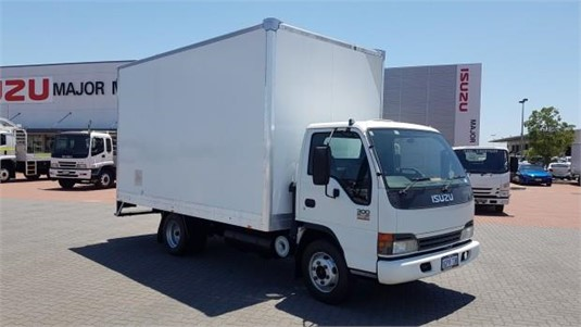 2004 Isuzu NPR 300 - Trucks for Sale