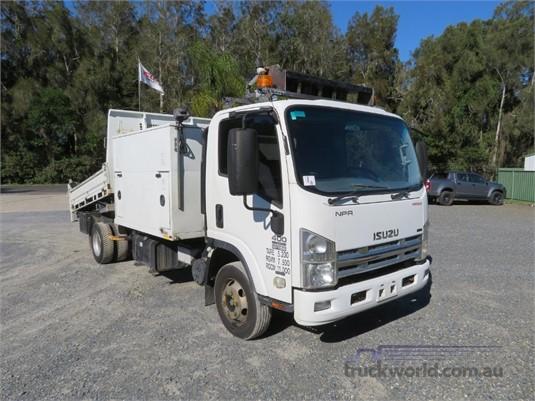 2009 Isuzu NPR 400 Premium - Trucks for Sale