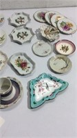 Assortment of Small Vintage Plates & More K13D