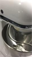 4.5 QT KitchenAid Mixer w/ Attachments K14A