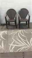 2 Plastic Chairs & an Indoor/Outdoor Rug K12B