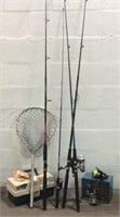 4 Fishing Rods w/ Tackle and Net M11D