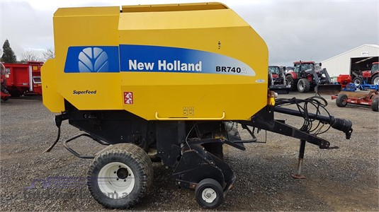 2007 New Holland BR740A Round Balers