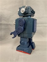 Battery Operated Attacking Robot. Boxed.