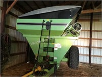 Parker 710 grain cart with roll tarp