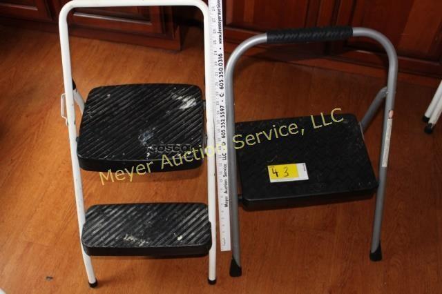 Superb 2 Cosco Metal Step Stools Meyer Auction Service Creativecarmelina Interior Chair Design Creativecarmelinacom