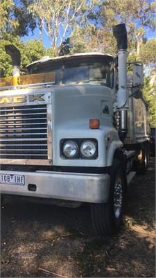 2005 Mack Trident - Trucks for Sale
