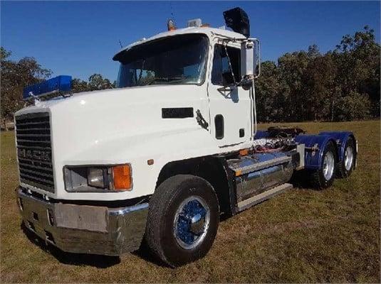 2002 Mack CH Fleetliner - Trucks for Sale