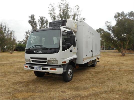 2003 Isuzu FRR 500 - Trucks for Sale