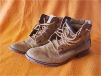 Boots; Brown