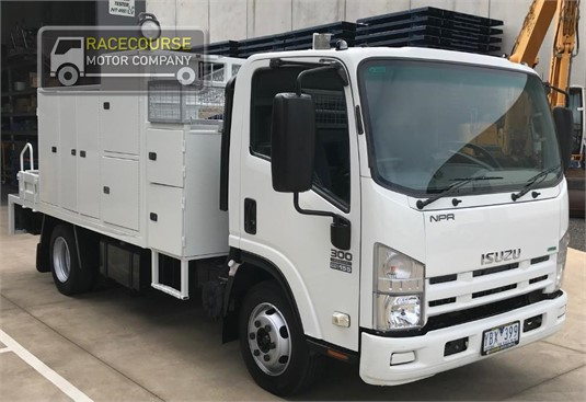 2010 Isuzu NPR 300 Racecourse Motor Company - Trucks for Sale