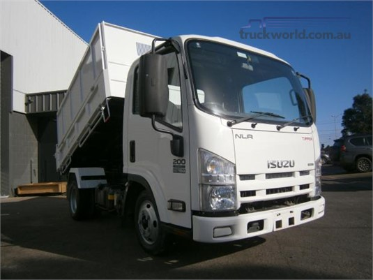 2015 Isuzu NLR - Trucks for Sale