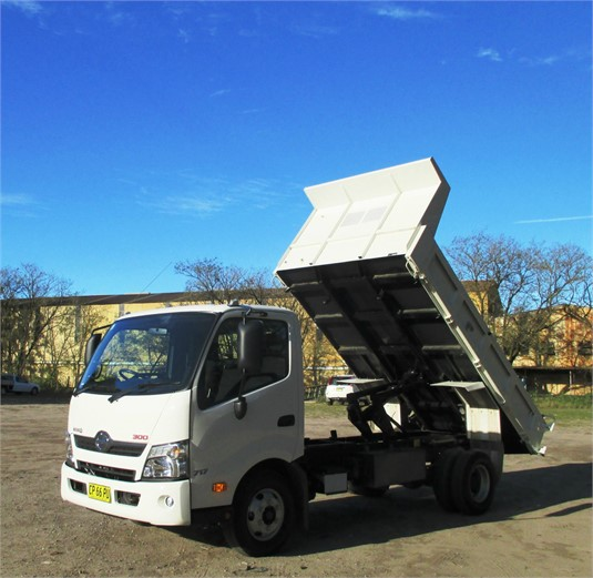 2017 Hino 300 Series 717 - Trucks for Sale