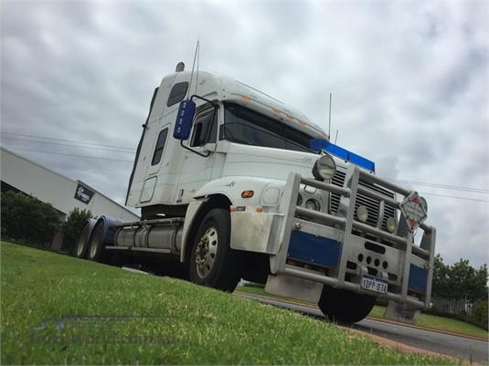 2004 Freightliner Century Class C120 - Trucks for Sale