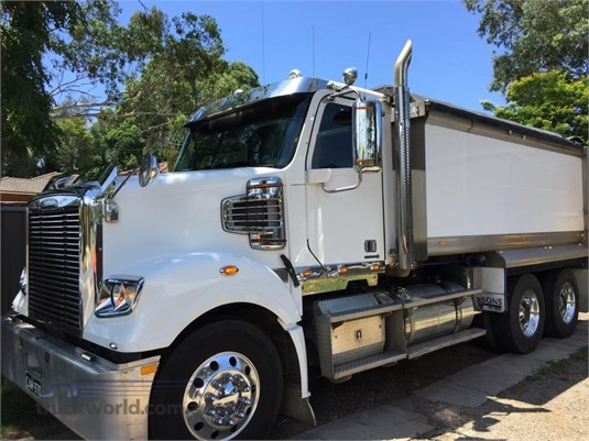 2013 Freightliner Coronado 114 - Trucks for Sale