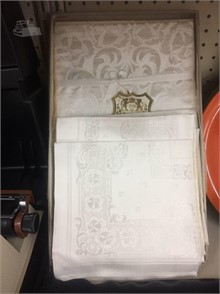 Vintage 86 X 66 Tablecloth 8 Napkins Other Items For