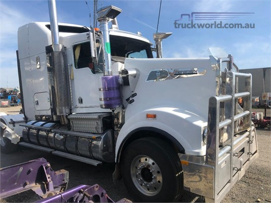 2002 Kenworth T904 - Wrecking for Sale
