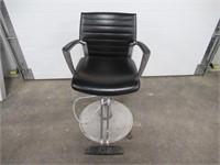 Global Salon Stylist Chair, Pump Up