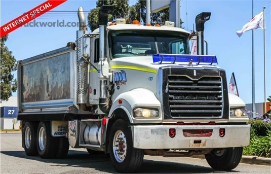 2011 Mack Trident WA Hino - Trucks for Sale