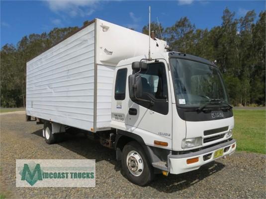 2002 Isuzu FRR500 Midcoast Trucks - Trucks for Sale