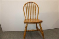 Round Oak Pedestal Table w/6 Bow Back Chairs