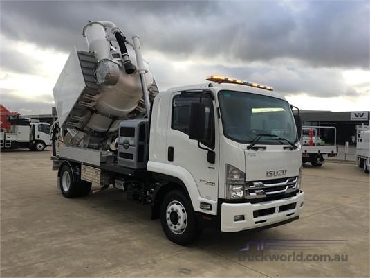 2018 Isuzu FRR Westar - Trucks for Sale