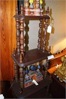 Walnut 5 Shelf Étagère With Turned Spindles & Fini