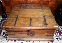 Oak Spanish Style Hinge Top Storage Table With Han