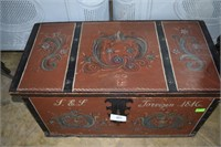 Pennsylvania Tole Painted 6 Board Chest