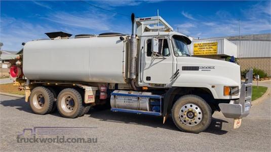 1998 Mack Fleetliner - Trucks for Sale