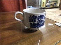 """12pcs blue & white china incl. Wedgewood """"Willow""""a"""